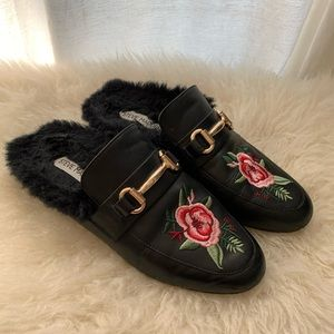 Fur Slides with flower
